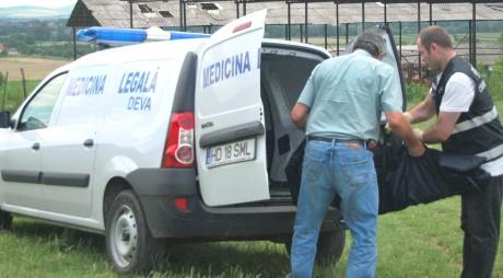 Un tânăr din comuna Pui a fost găsit spânzurat