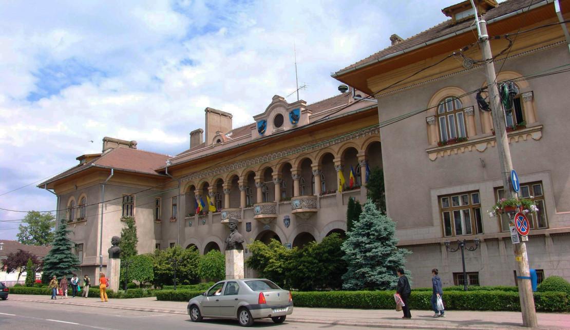 Hunedoara: închirierea parcărilor, subiect de dispută