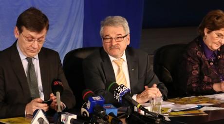"""Mircea Moloț a fost reales președinte al PNL Hunedoara în ultimele clipe de viață ale USL. Conferința de alegeri, dominată de """"declarații de independență"""""""