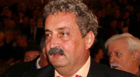 """În loc să ia """"ranița în spinare"""" și să caute investitori, primarul Viorel Arion împrumută în numele hunedorenilor peste 10 milioane de euro!"""