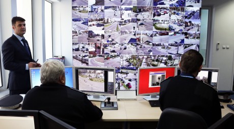 Devenii sunt supravegheați de un sistem video format din 63 de camere digitale