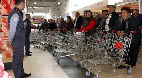 INVESTIGAŢIE. Înţelegeri la preţ între marii retaileri?
