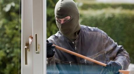 Casă de vacanţă prădată de hoţi