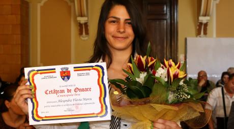"""Alexandra Flavia Marcu, tânăra alpinistă care a cucerit cei mai înalți munți din lume, declarată """"Cetățean de Onoare"""" a municipiului Deva"""
