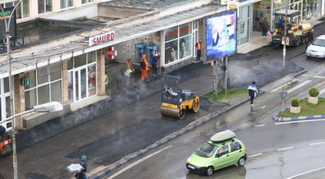 DOREL, personaj colectiv la Deva. Plouă, dar se asfaltează…