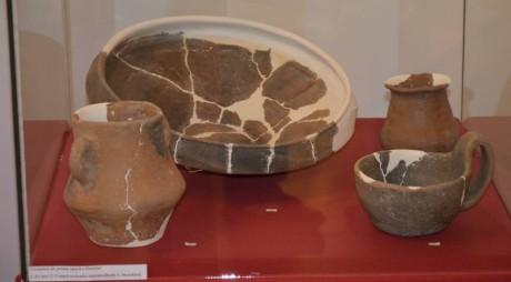Expoziţii inedite la Muzeul din Deva. Vizitatorii pot admira obiecte de tezaur și artefacte restaurate de reprezentanţi ai Instituţiei
