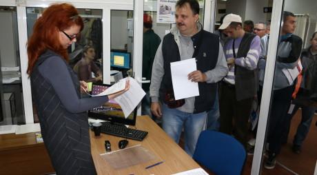 Aproximativ 100 de șomeri au fost angajaţi la bursa AJOFM