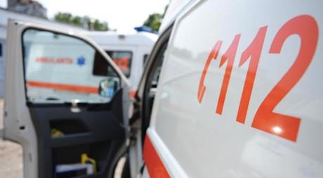 Doi tineri de 24 de ani, răniți grav într-un accident rutier
