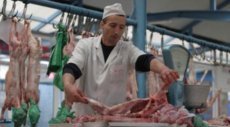 Controale în piețe și magazine alimentare înainte de Paște