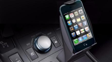 Apple nu-i mai lasă pe şoferi să dea SMS la volan – le va bloca telefoanele