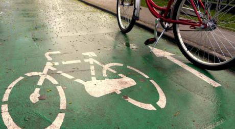 Pistă pentru biciclişti pe Calea Zarandului din Deva