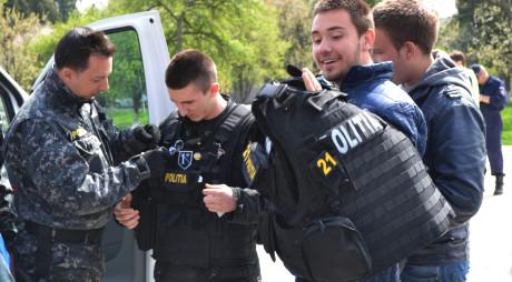 """Elevii hunedoreni vor fi """"Polițiști pentru o zi"""""""