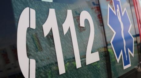 ACCIDENT. O tânără din Lupeni a fost rănită grav după ce şoferul, băut fiind, a intrat cu maşina într-un cap de pod