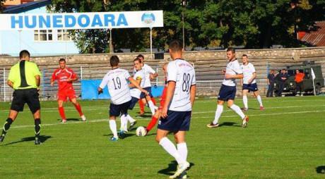 FC Hunedoara, la 90 de minute de a treia victorie în play-off