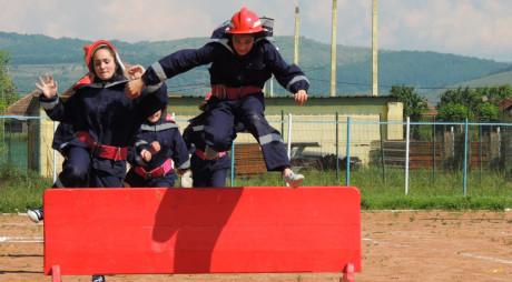 Elevii hunedoreni, pompieri pentru o zi