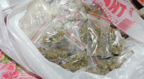 Hunedoreni arestaţi pentru trafic de droguri