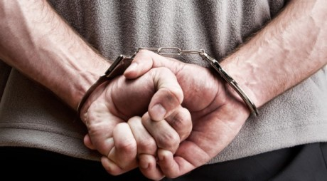 Hunedoara: Prins în flagrant, după ce a intrat într-o casă de unde se pregătea să fure mai multe obiecte