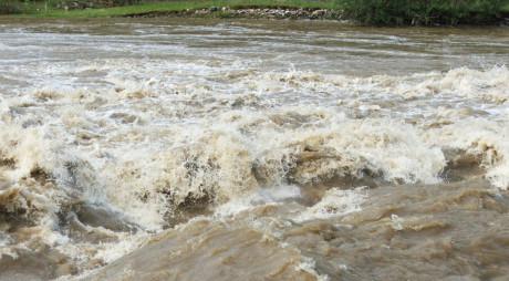 Pericol de inundaţii în județ! COD PORTOCALIU pe Jiu
