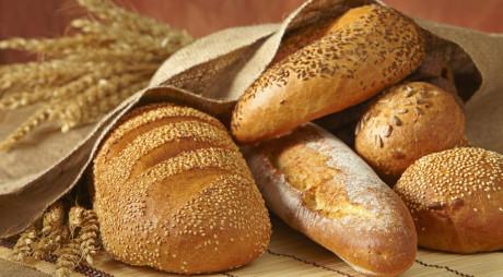 RĂZBOIUL CALORIILOR. Ce îngraşă mai mult: pâinea albă sau cea integrală?