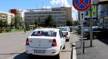 Dezbatere la Deva pe tema parcărilor destinate taximetrelor