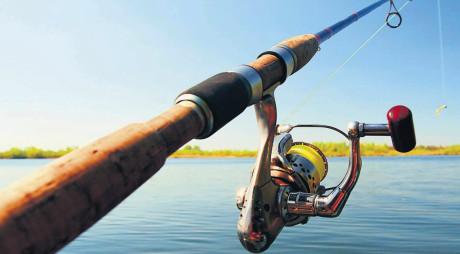 Pescuia în lacul incinta parcului Dendrologic Simeria și a fost raportat la Poliție