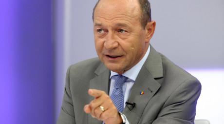 Băsescu, ATAC VIOLENT la adresa lui Cioloș și Iohannis: Doi cinici