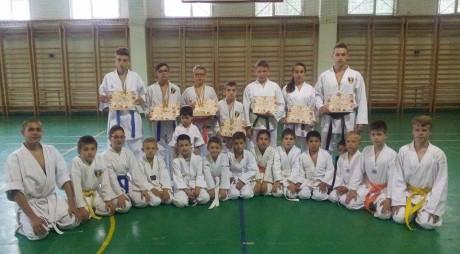 8 medalii pentru CS Elite Center Hunedoara