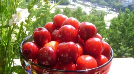 7 motive ca să mănânci CIREŞE. Ce proprietăţi benefice au fructele-vedetă ale sezonului