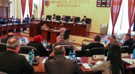 BREAKING NEWS | ȘEDINȚĂ CU SCANDAL. Consilierii PSD au părăsit sala de ședințe înaintea votului pentru eliberarea din funcție a vicepreședintelui Ioan Rus