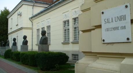 SALA UNIRII din Alba Iulia poate fi comparată, prin simbolurile ei, cu Capitoliul SUA