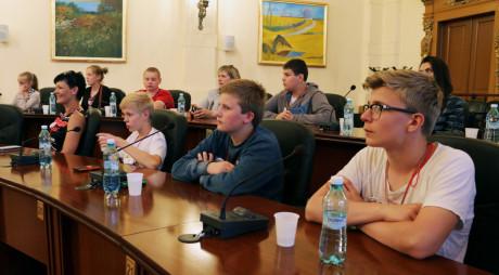 Profesori şi elevi din cinci ţări, în vizită în judeţ