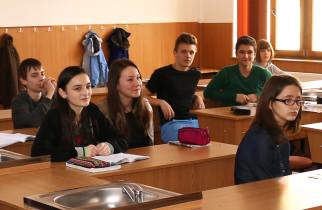 Doar 41 % dintre elevii de clasele VIII-a şi a XII-a au venit la şcoală în prima zi de pregătire