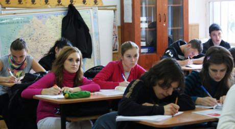 Câţi elevi deveni vor beneficia de burse în acest semestru şcolar
