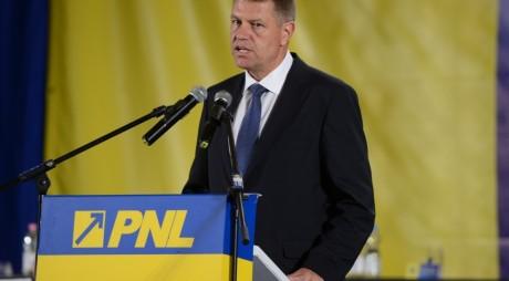 Fuziunea cu PDL: O promisiune riscantă asumată de Iohannis