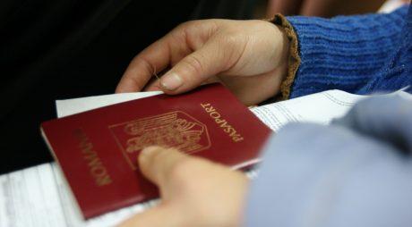 Începând de luni, paşapoartele pot fi livrate direct la adresa de domiciliu