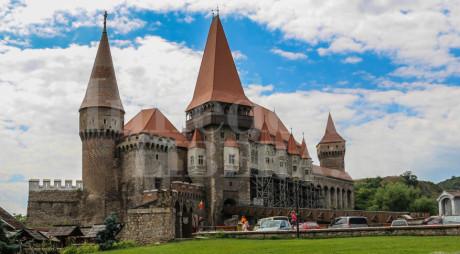 Castelul Corvinilor va fi vizitat după un alt program