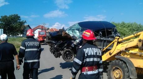 FOTO ACCIDENT FEROVIAR | O FEMEIE A FOST GRAV RĂNITĂ