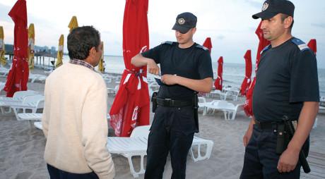 Mergi vara asta la mare? Află care este cea mai noua metodă de furat pe plajă!
