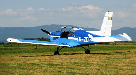 Deva | Un avion s-a răsturnat în zona Aeroportului din Săuleşti