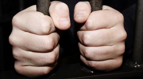 Şase traficanţi de droguri află astăzi dacă rămân, sau nu, după gratii