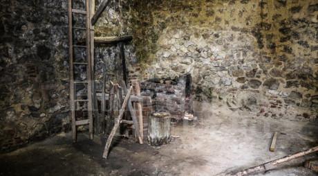 În plin sezon turistic, atelierul de fierărie de la Castelul Corvinilor a rămas PUSTIU