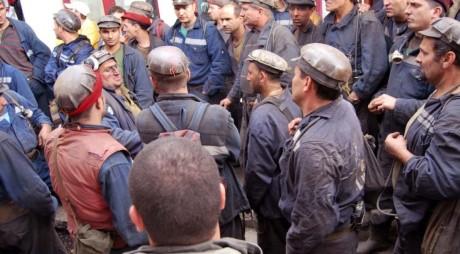 Minerii din Uricani au intrat în mină cu întârziere