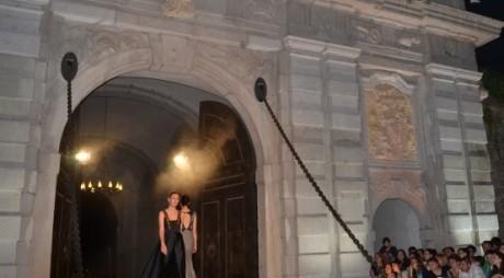 Vecinii noștri stiu să-și promoveze cetatea | Festivalul de modă la Alba Carolina