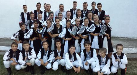 PREMIANŢII FĂRĂ PREMII | DOINEL ŞOTÂNGĂ, coordonatorul ansamblului Flori Mureşene
