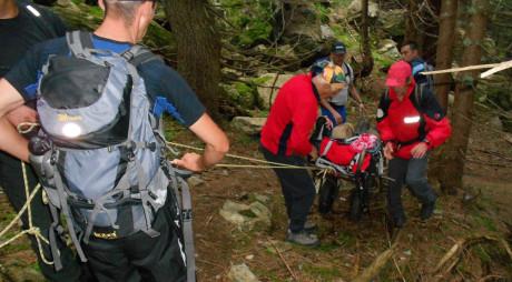 Tânără din Petrila, salvată după ce şi-a rupt piciorul în Munţii Parâng