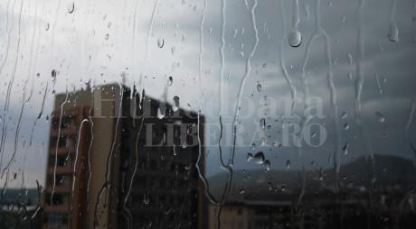 SE STRICĂ VREMEA! De marți revin ploile…