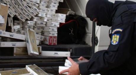 Traficanți de țigări, trimiși în judecată. Cum acționau cei doi pentru a introduce țigările în țară