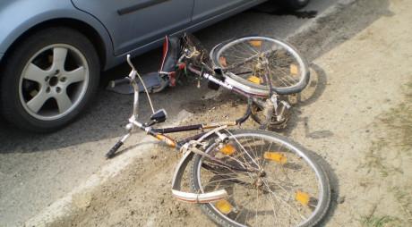 HAȚEG: Biciclist lovit de mașină