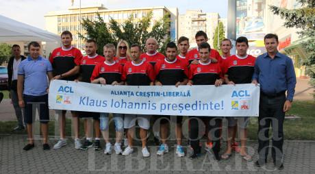 Lovitură de imagine | Campionii la futsal au semnat pentru IOHANNIS