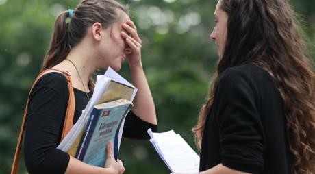 UIMITOR! De 6 ori mai mulţi absolvenţi hunedoreni decât din judeţul Timiş vor ajutor de şomaj!